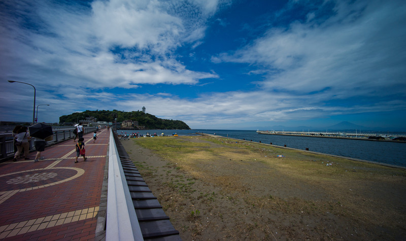 Walking towards Enoshima